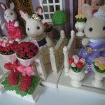 【シルバニア】タウンシリーズ第4回~街のすてきなカップル(ショコラウサギのお姉さん、シナモンウサギのお兄さん、花束セット) & 街のフラワーギフトセット(みるくうさぎのお姉さんと花束、ハート型フラワーボックス)~開封レビュー 2018年4月発売